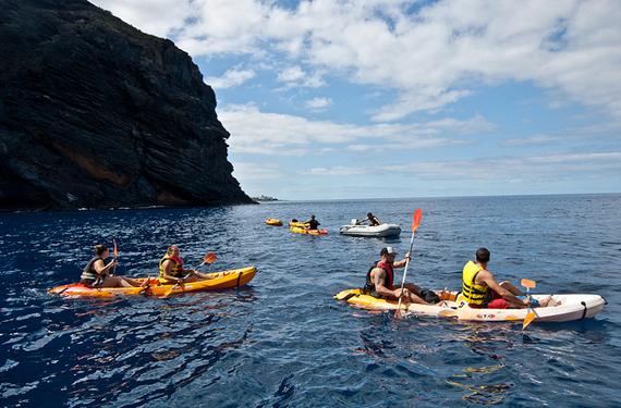 Kayaks en el agua